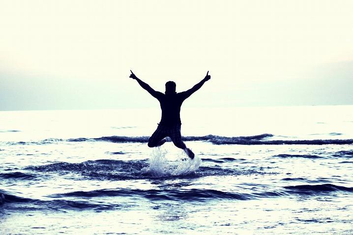 boy-flying-happy-boy-693381_1280